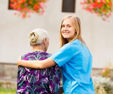 הקשר בין טיפול סיעודי לטיפול משפחתי