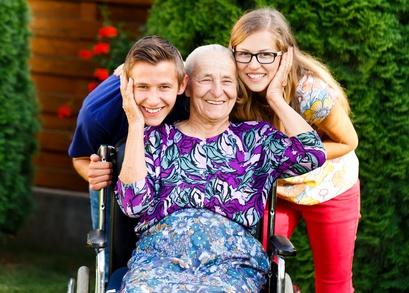קשישים סיעודיים ונכדיהם