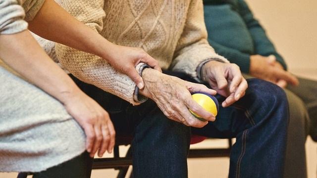 טיפול בקשישים באופן פרטי